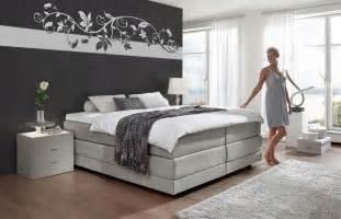 wohnzimmer farblich gestalten schlafzimmer gestalten mit dachschrge home design und
