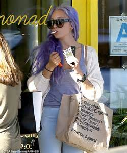 amanda bynes day walk with new hair photo amanda bynes rocks new lilac locks during lunch outing in la daily mail