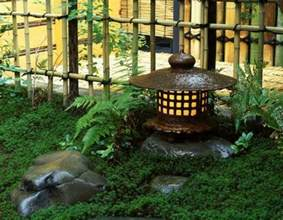 Impressionnant Deco Jardin Zen Interieur #7: Mini-jardin-japonais-lanterne-japonais.jpg