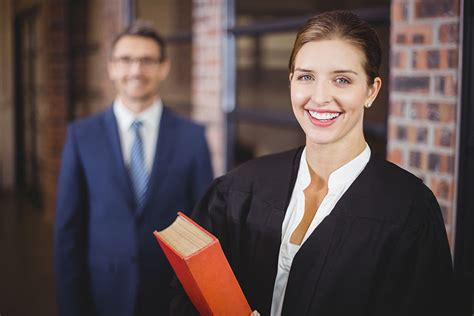 Initiativbewerbung Rechtsanwalt Rechtsanwalt Rechtsanw 228 Ltin Berufsbild Studium Und Bewerbung