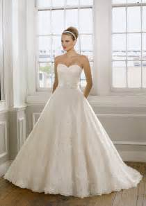 romantic wedding dress with a sweetheart neckline style