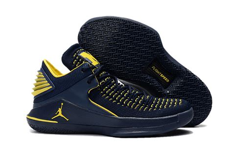 of michigan basketball shoes style nike air 32 low of michigan