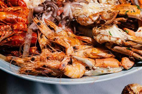 mandalay bay seafood buffet the buffet s new mega buffet experience las vegas weekly