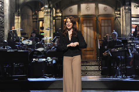 emma stone on snl watch emma stone s best moments hosting snl vogue