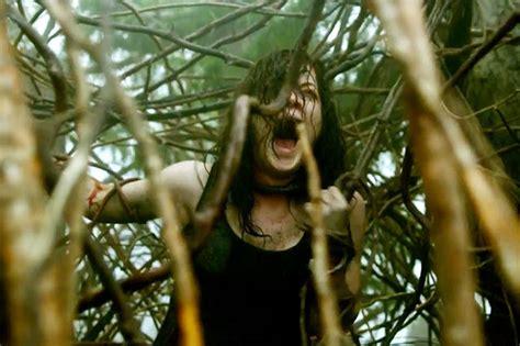 jalan cerita film evil dead 10 film horor paling menakutkan sepanjang masa