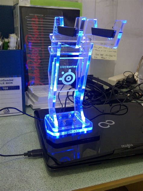 Akrilik Custom Order jual headset headphone stand akrilik logo custom led