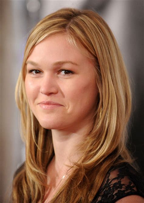 Julia Stiles Shows Off Engagement Ring   Arabia Weddings