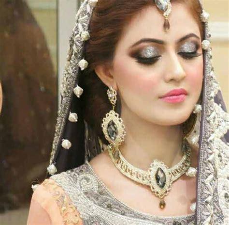 Engagement makeup with grey dress ? Weddingpace