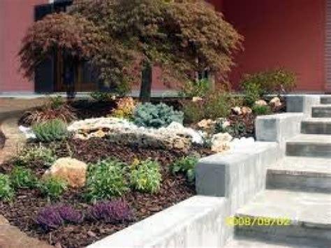lapilli per giardino progetto realizzazione aiuole fiorite idee giardinieri