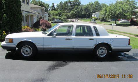 automotive repair manual 1993 lincoln town car security system 1993 lincoln town car vin 1lnlm82wxpy613705 autodetective com