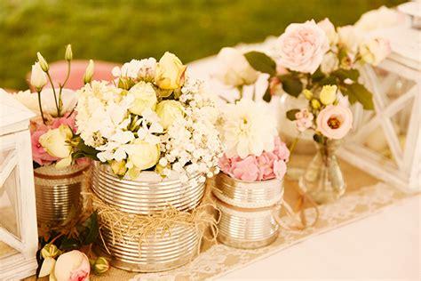 Eine entspannte Vintage Garten Hochzeit   Friedatheres.com