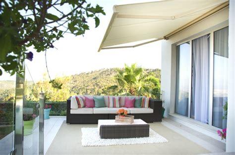 schöne terrassen terrassen ideen sch 246 ne idee f 252 r terrasse sofa kissen in