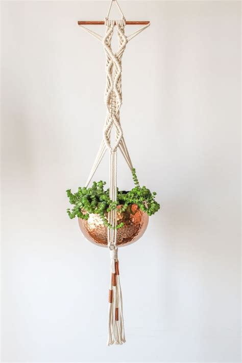 How To Macrame A Plant Hanger - 1000 ideas about plant hangers on macrame