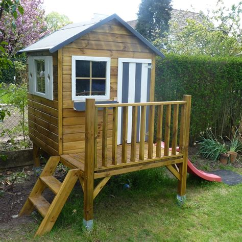 construire une maisonnette en bois sur pilotis