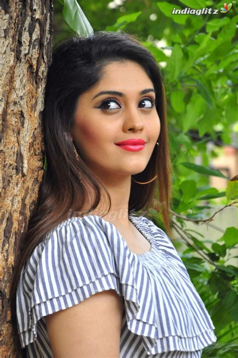 actress surabhi gallery surabhi telugu actress gallery indiaglitz telugu