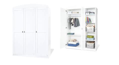 großer weißer kleiderschrank wohnzimmer streichen muster