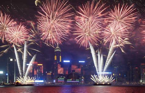 new year traditions in america 香港 ビクトリアハーバーでカウントダウンクルーズ エクスペディア