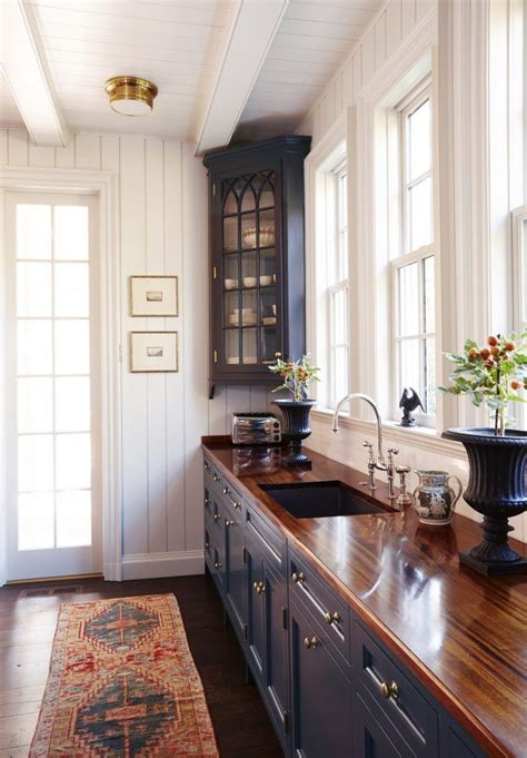 colonial kitchen ideas 25 best colonial ideas on architectural style baseboard trim and trim carpentry
