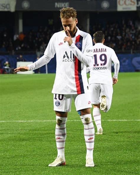neymar faz golaco  volta  pedir silencio na vitoria
