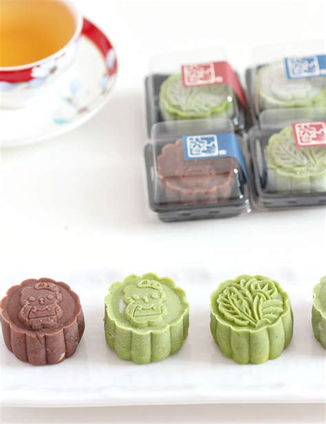 Choco Crust Matcha By Banker my bare cupboard matcha and chocolate snowskin mooncake
