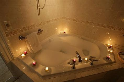 Whirlpool Bathtubs Double Jacuzzi Tubs Picture Of The Old Brick Inn St