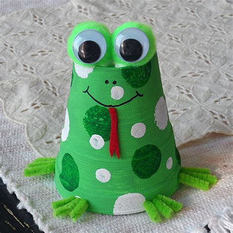 foam cup frog fun family crafts