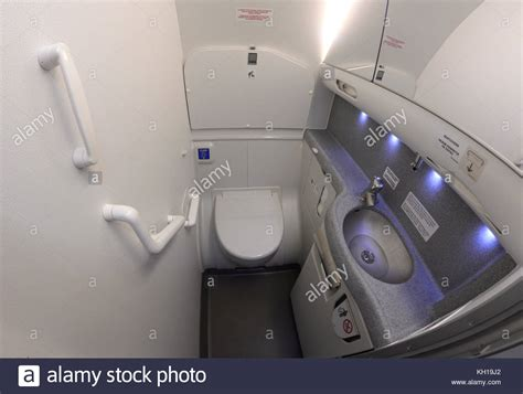 airplane bathroom disposal airplane bathroom disposal 28 images lavatory on an