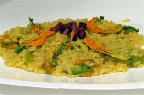 risotto fiori di zucca e zafferano risotto con zafferano fiori di zucca e pancetta ricette