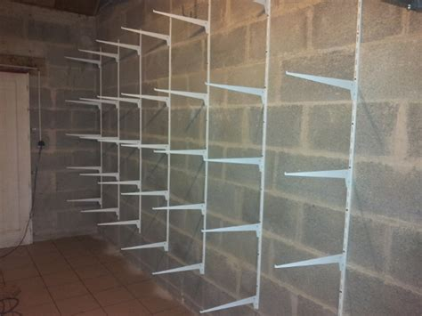 Fixer Une Armoire Au Mur Sans Percer by R 233 Alisez Un Rangement Simple Dans Votre Garage Reussir
