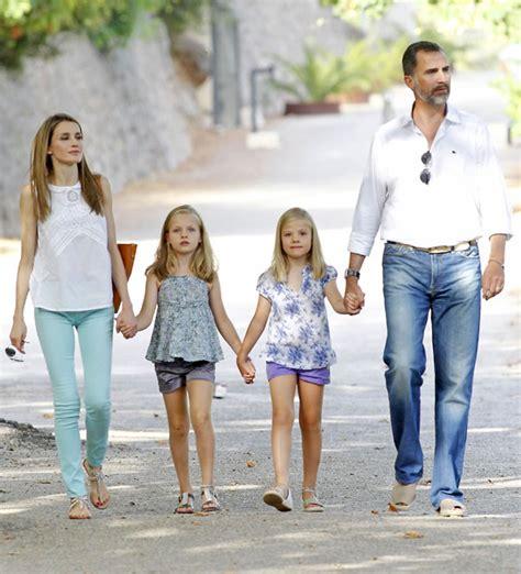 las hijas de espana 8466624856 la princesa letizia vuelve a madrid y las infantas leonor y sof 237 a se quedan unos d 237 as m 225 s en