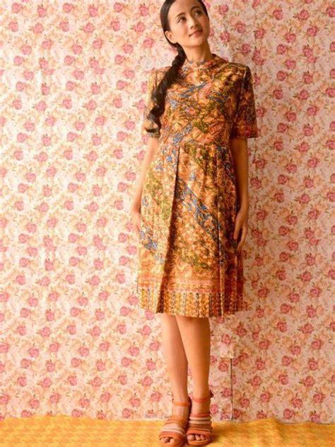 desain gaun batik elegan batik lengan pendek untuk pesta