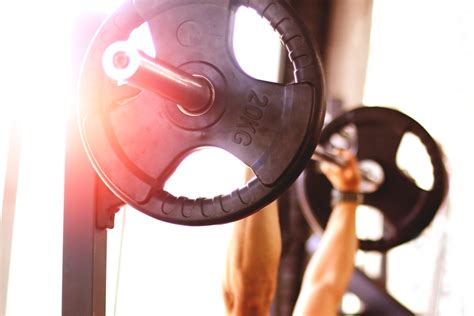 how to perform a bench press blog