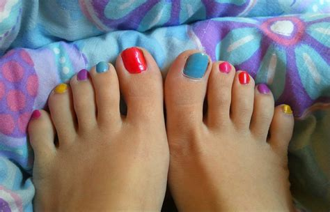 Painting 6 Month Toenails by 1000 Images About Colored Toes On Pedicures