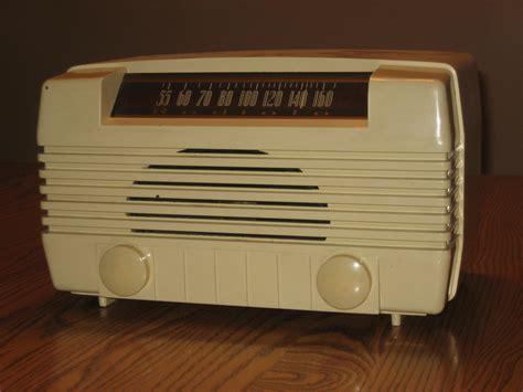 Desk Radio by Radiola Table Radio Mikehaganantiqueautoradio