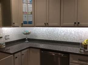 groutless of pearl shell tile kitchen backsplash