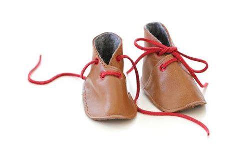 Handmade Shoes Tutorial - wonderful diy adorable baby leather shoes