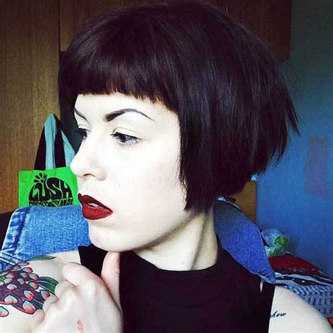 picture of blunt haircut with v necline 50 trendy inverted bob haircuts