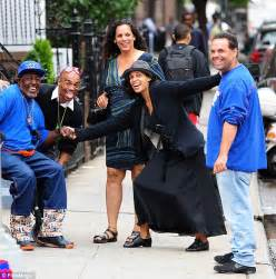 Rosario Dawson proves she's no diva as she hangs out with