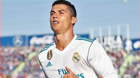 ronaldo juventus applause ronaldo thanks juventus fans for ovation after goal sabc news breaking news