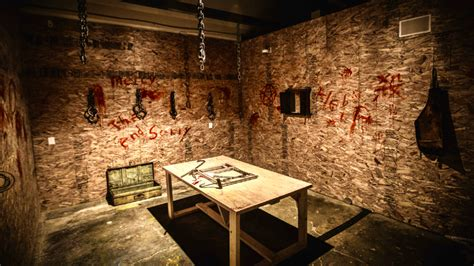 what is escape the room this 18 horror escape room is the most terrifying in toronto narcity