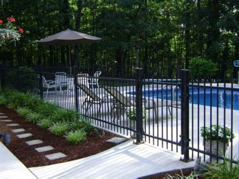 Pool Beds by 30 Stylish And Practical Pool Fence Designs Digsdigs