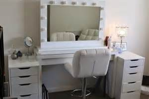 White Vanity Table With Lights Bedroom White Wooden Makeup Table With Storage Drawer And