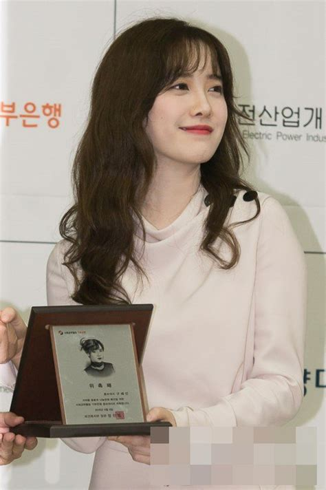 go hye sun news hairstyle gallery netizens praise photos of goo hye sun at recent event