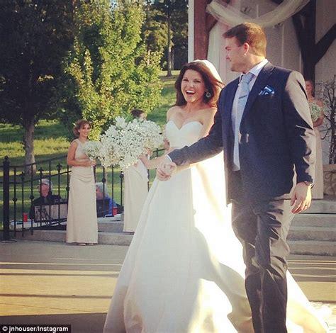 hi cortana whats the latest on the duggars amy duggar reveals her family fled wedding reception