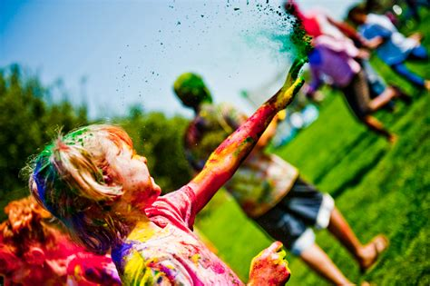Full Home Decoration Games by Small Kids Playing Holi Wallpaper Dreamlovewallpapers