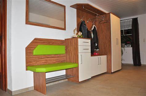 platzsparende multifunktionale möbel garderobe kleiner flur eine kompakte doch