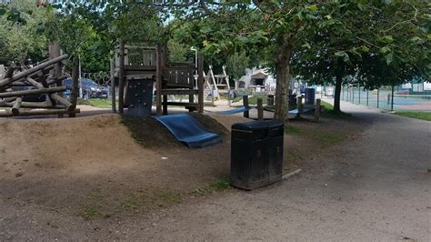 playgrounds parks  play areas  freeparkscouk