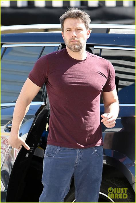 Ben Affleck Is Just Not That In To You by Sized Photo Of Ben Affleck Garner Pizza