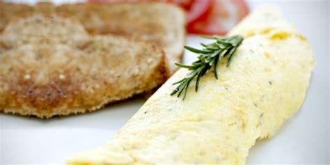 cara membuat omelet nasi korea kuliner nasi goreng omelette keju vemale com