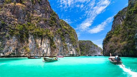 complete guide to the phi phi islands in thailand all4diving 187 phi phi islands thailand holiday